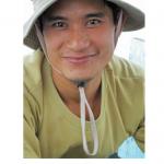 Un pêcheur vietnamien dans la baie d'Along
